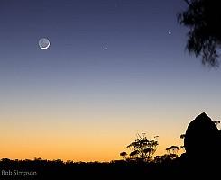 Moon over Dandahra Crags